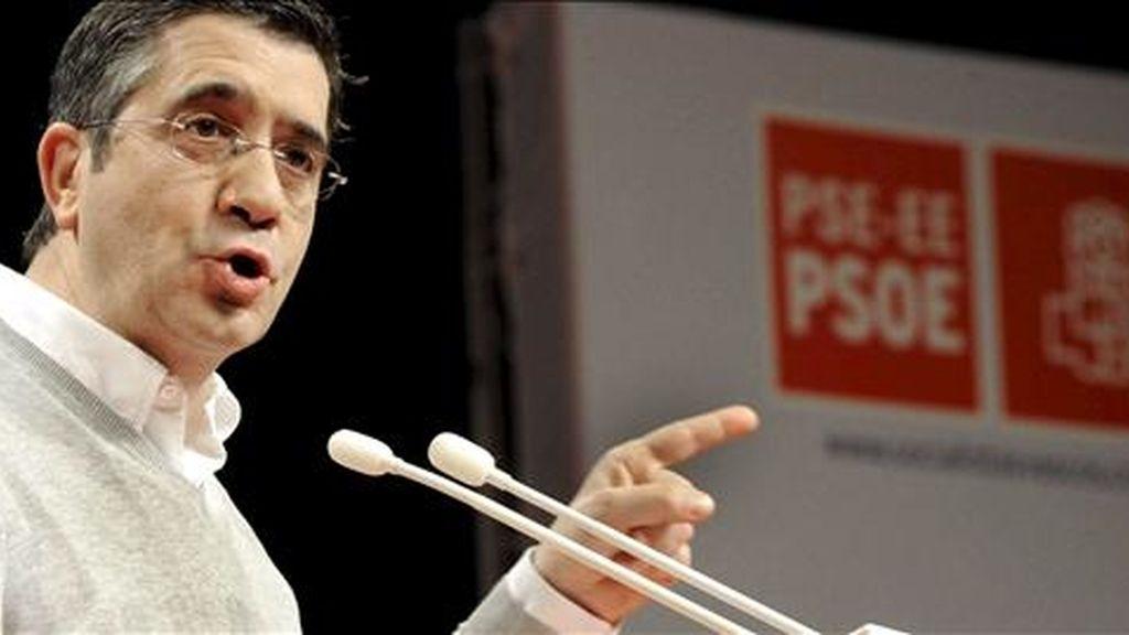 El secretario general y candidato a lehendakari del PSE-EE, Patxi López, interviene ante el Comité Nacional de los socialistas vascos, que debe avalar las negociaciones con el PP para su investidura como lehendakari. EFE