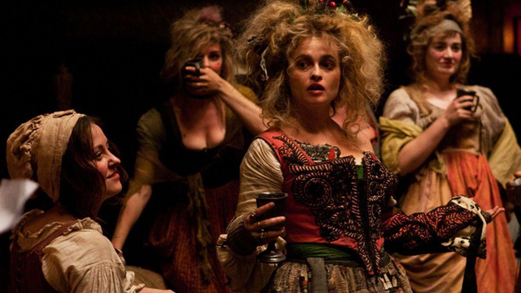 El corpiño que luce Helena Bonham Carter es un guiño sa la cultura española