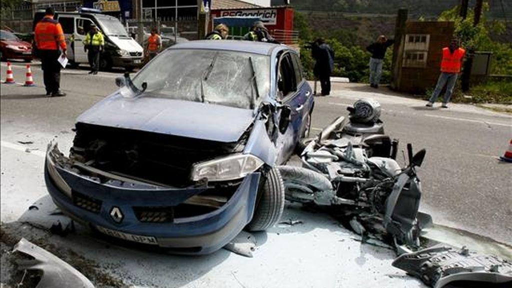 Fotografía del pasado 9 de mayo del accidente de un motorista que perdió la vida en un accidente ocurrido en la carretera PO-511 que une Bueu y Cangas (Galicia) al empotrarse contra un turismo. EFE/Archivo