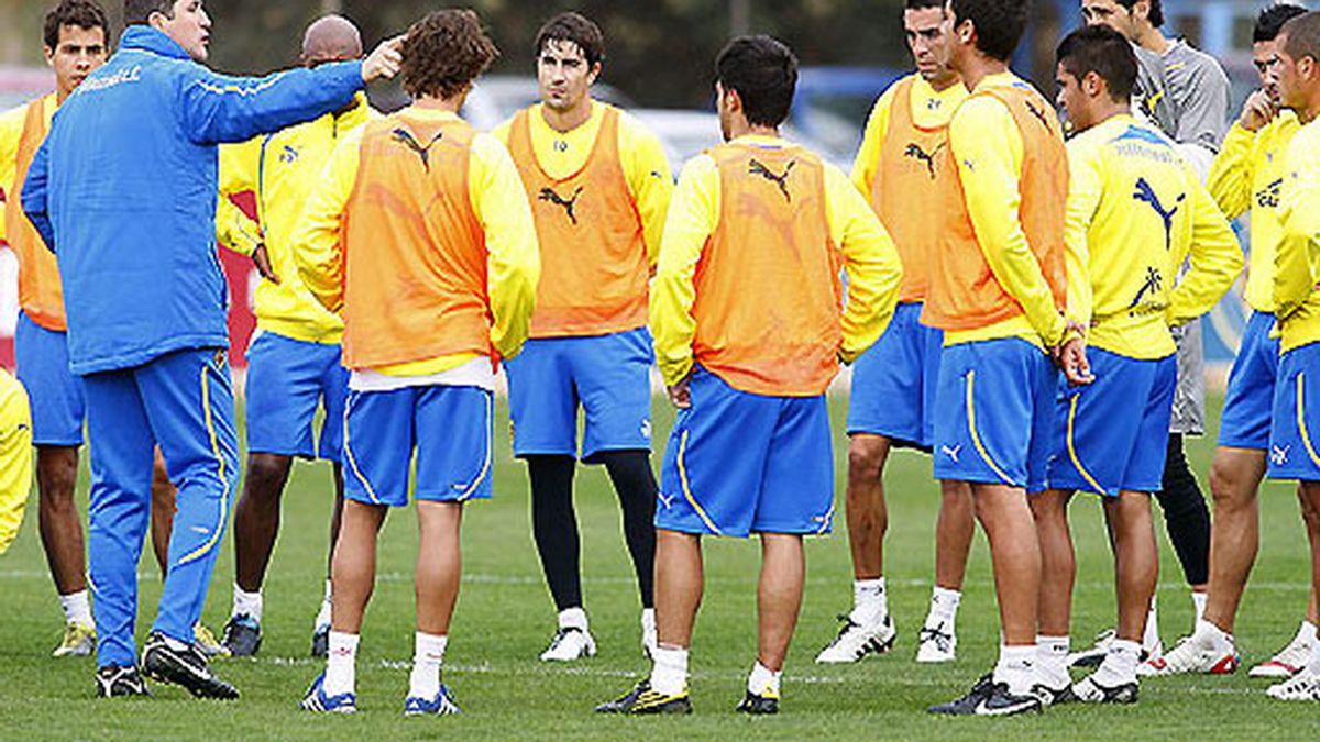 Garrido da instrucciones durante un entrenamiento. FOTO: Villarreal.