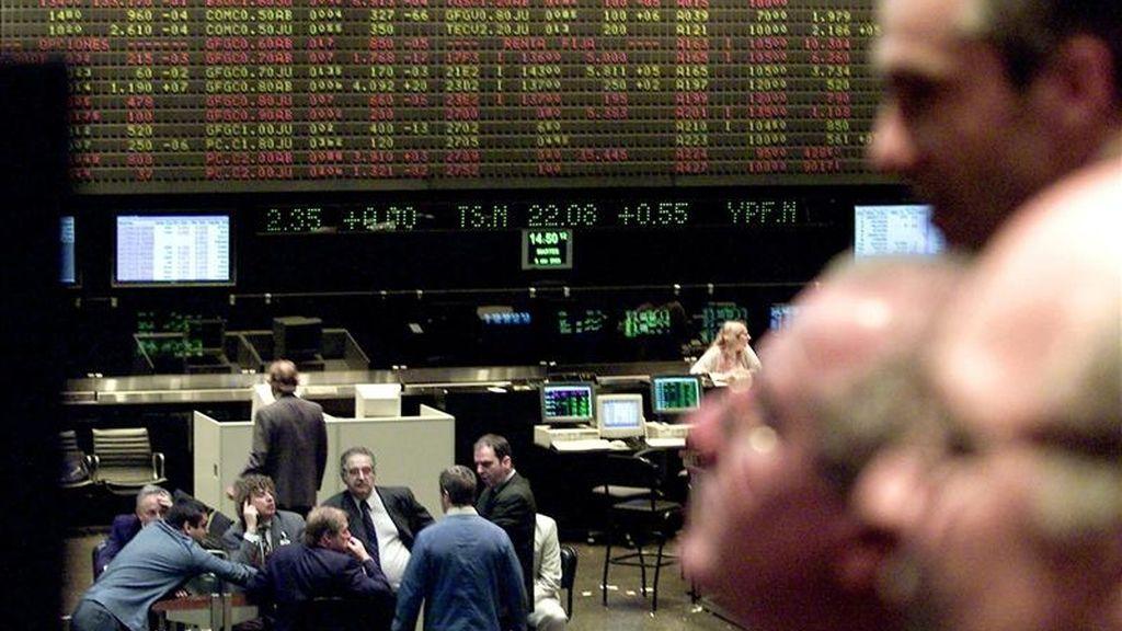 El corro de Buenos Aires cedió un 0,12 por ciento, hasta las 3.539,06 unidades, tras registrar un volumen de negocios con acciones por 62,5 millones de pesos (unos 15,6 millones de dólares). EFE/Archivo