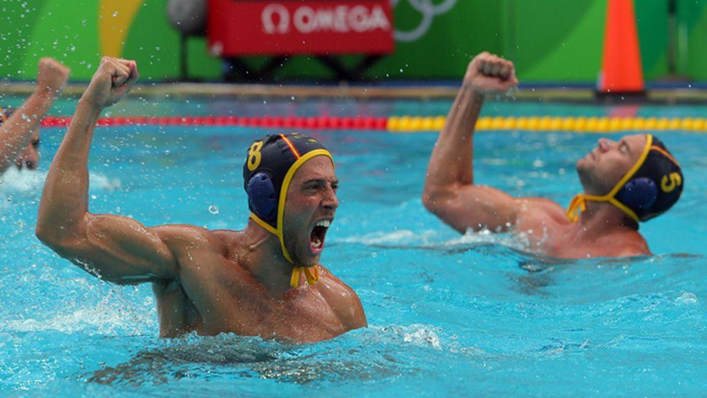La selección española de waterpolo gana a una dura Estados Unidos