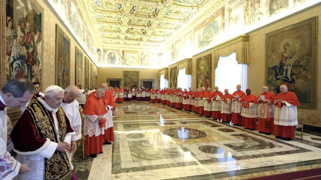El Papa Benedicto XVI anuncia por sorpresa su renuncia al pontificado