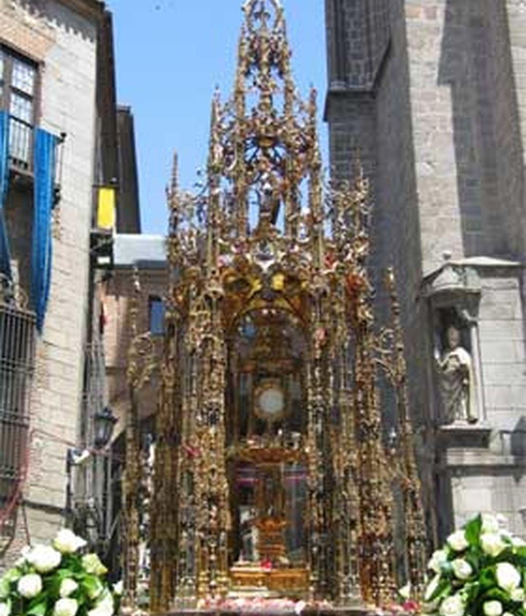 Las calles de Toledo amanecían engalanadas, repletas de turistas y fieles. Vídeo: ATLAS