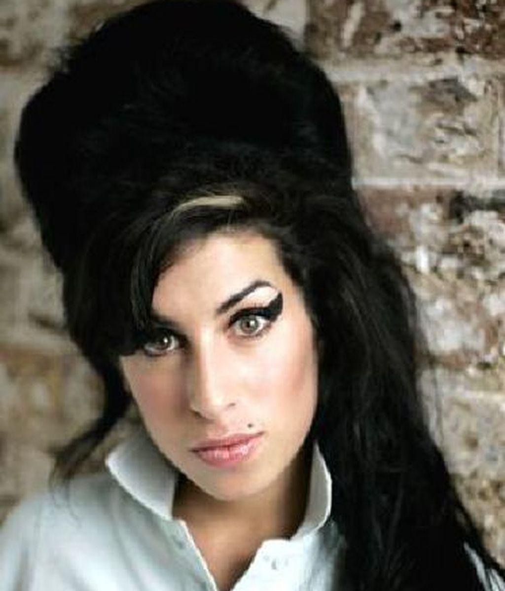 Amy Winehouse, look retro