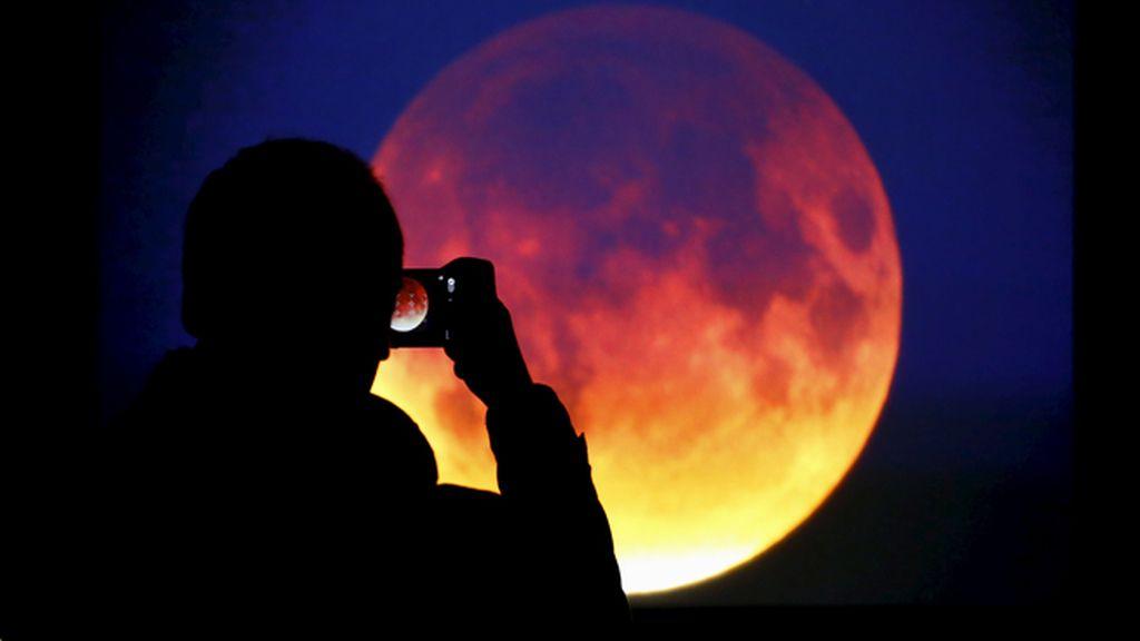 ¿Conoces a la otra luna que ha acompañado a la Tierra durante casi un siglo?