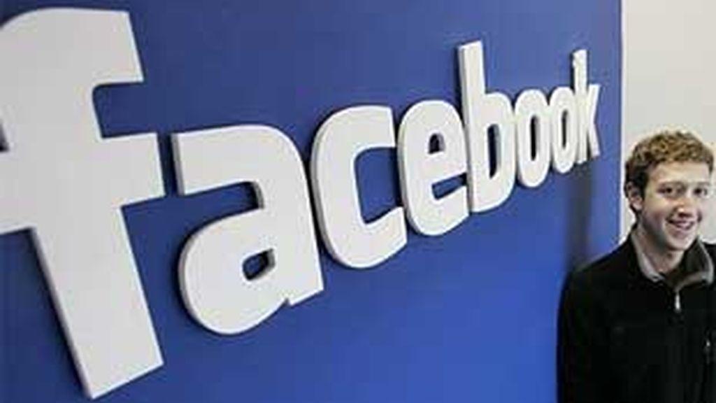 La Red Social creada por Mark Zuckerberg se niega a habilitar un 'botón del pánico' para avisar de posibles abusos. FOTO: AP / Archivo