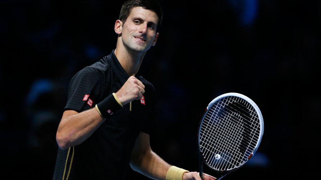 Djokovic arrolla a Cilic en la Copa de Maestros