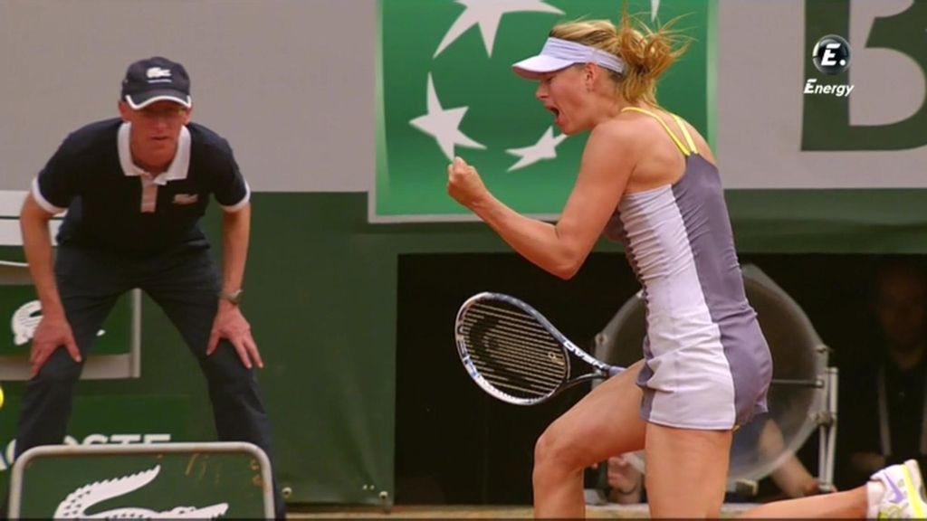 Maria Sharapova celebra un punto ane Azarenka