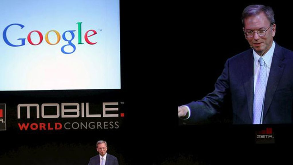 El presidente de Google, Eric Schmidt, durante la conferencia en el Mobile World Congress en Barcelona.