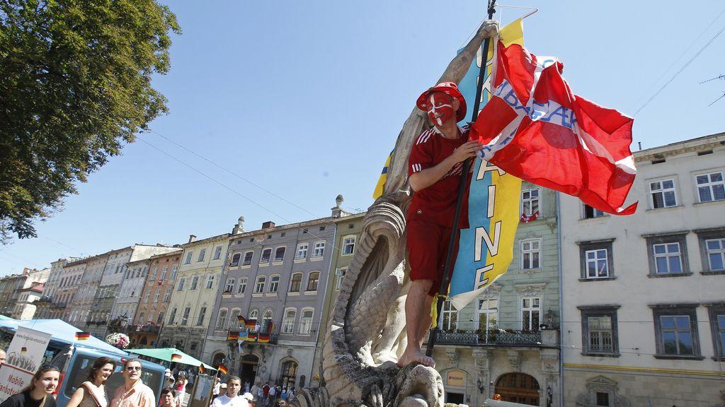 Fiesta del norte en las gradas de Lviv