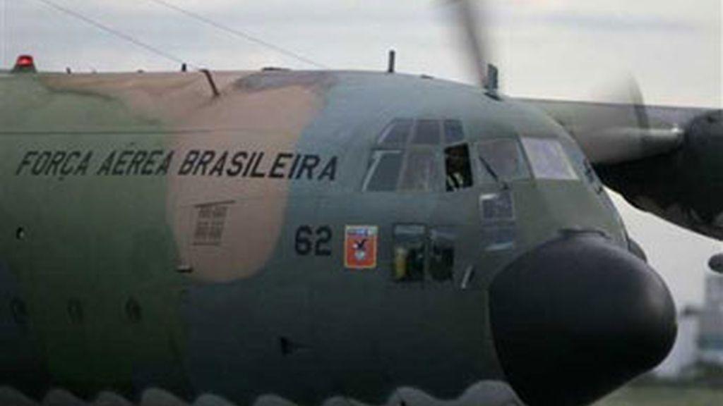 La Marina brasileña ha comenzado a recoger del mar posibles restos del Airbus A330-200 de Air France. Vídeo: Informativos Telecinco.