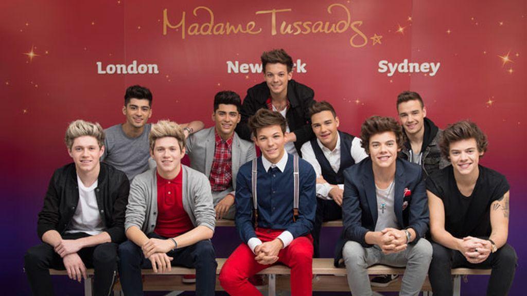 Harry Styles, Liam Payne, Louis Tomlinson, Niall Hora y Zayn Malik con sus dobles