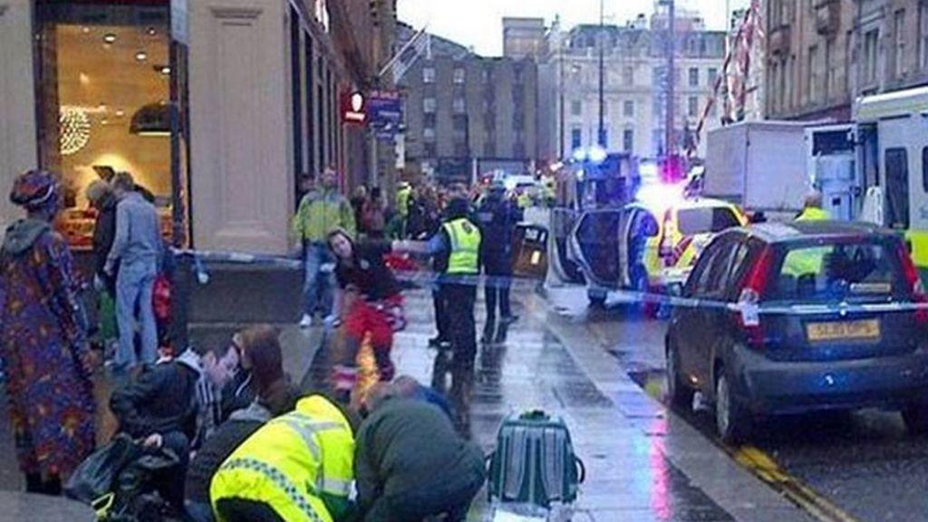 Seis muertos al ser arrollados por un camión de basura en el centro de Glasgow