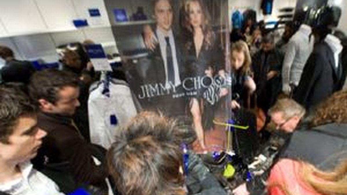 La expectación ha sido total en todo el mundo, como en esta tienda de Lausana (Suiza). Foto: EFE