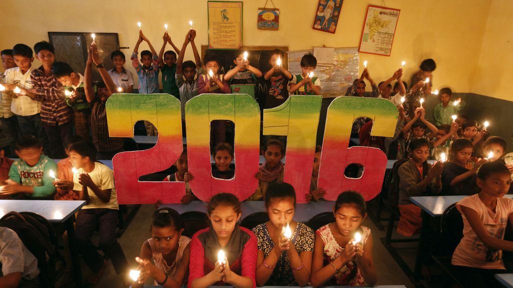 India reza por la paz en 2016