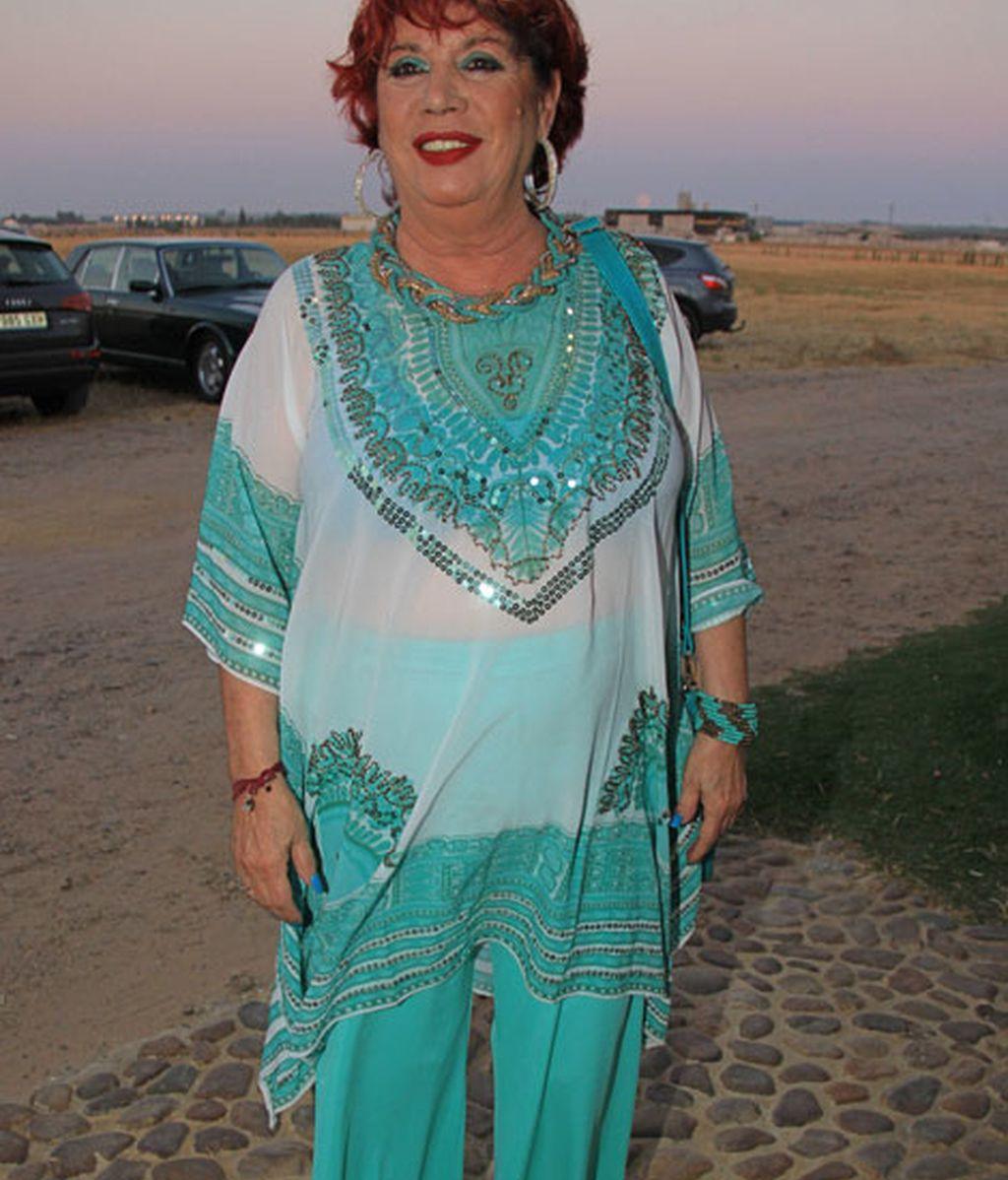 María Jiménez acudió vestida de azul y blanco