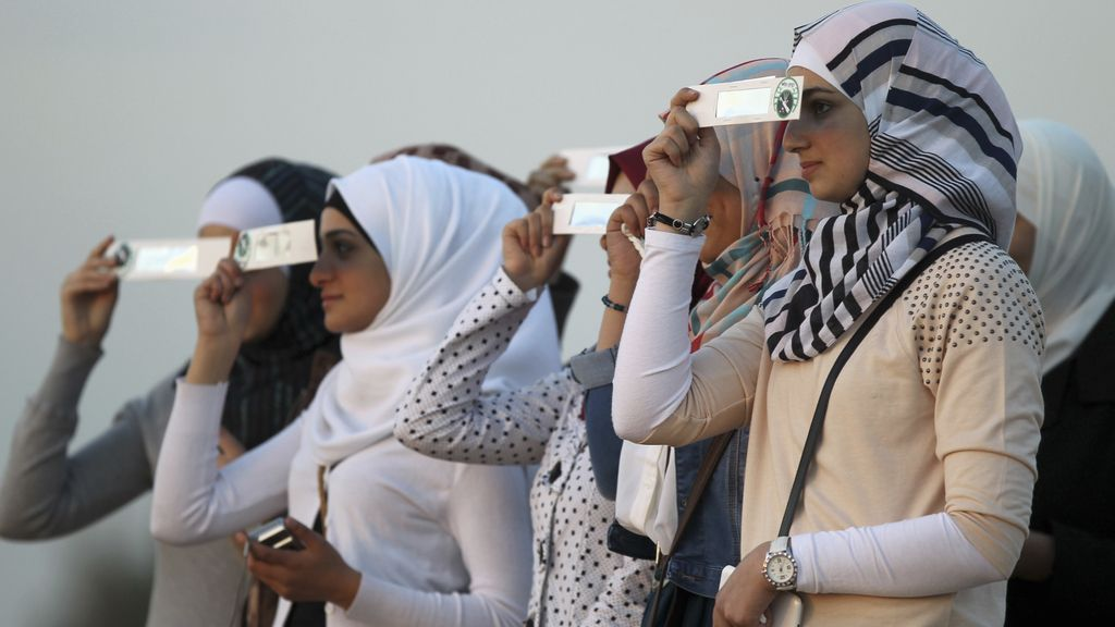 Eclipse solar 'híbrido' visto en Amman, Jordania