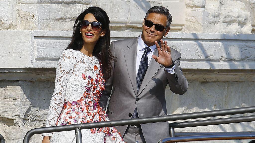 George Clooney y Amal Alamuddin dejando el hotel