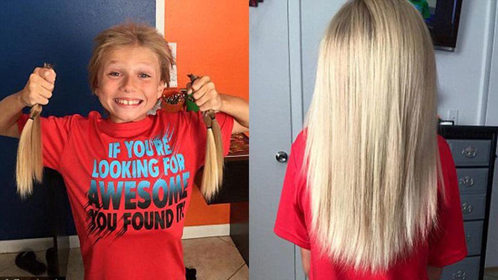 Un niño de 8 años deja crecer su pelo para donarlo a enfermos de cáncer infantil
