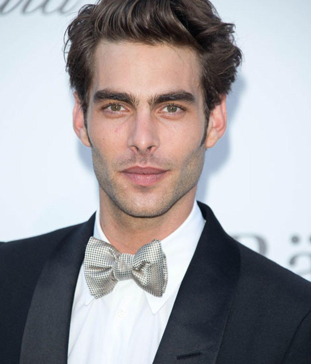 El modelo Jon Kortajarena eligió una pajarita gris