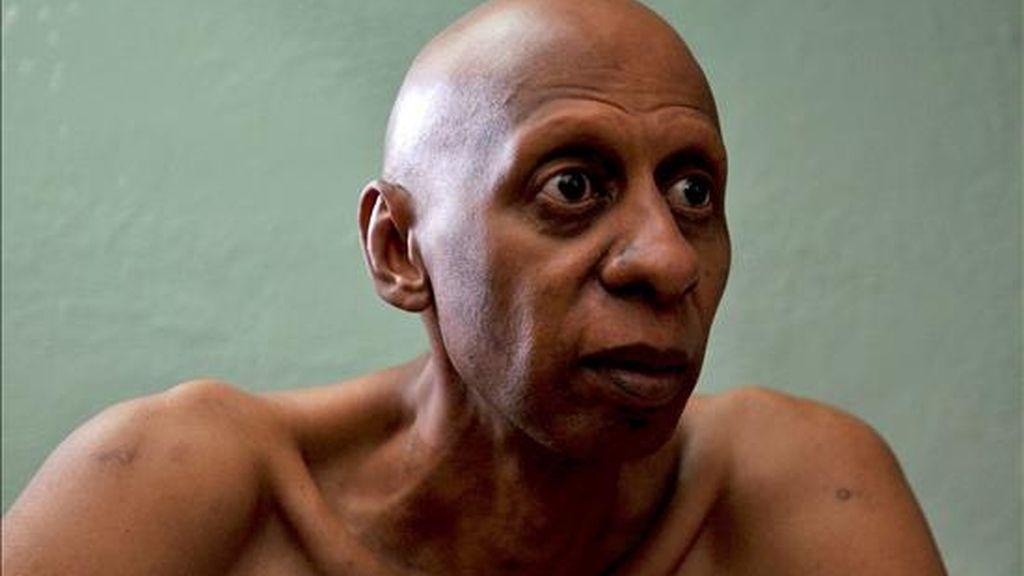 """Guillermo Fariñas basa su acusación en la """"violación legislada, sistemática, programada y ejecutada"""" contra él y su familia"""", desde el triunfo de la revolución comunista el 1 de enero de 1959. EFE/Archivo"""