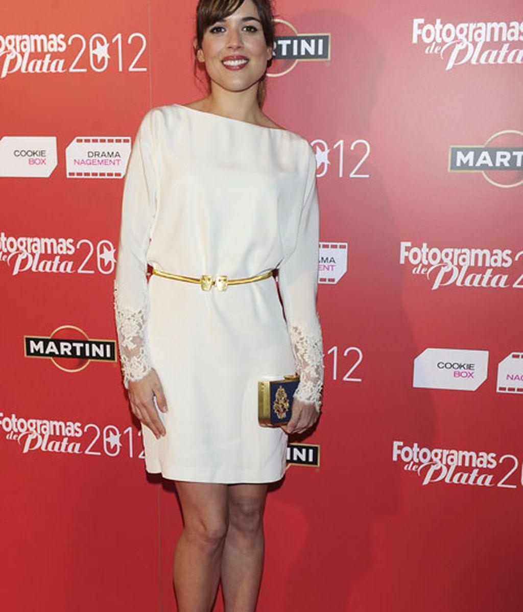 Una blanca Adriana Ugarte brilló en los premios