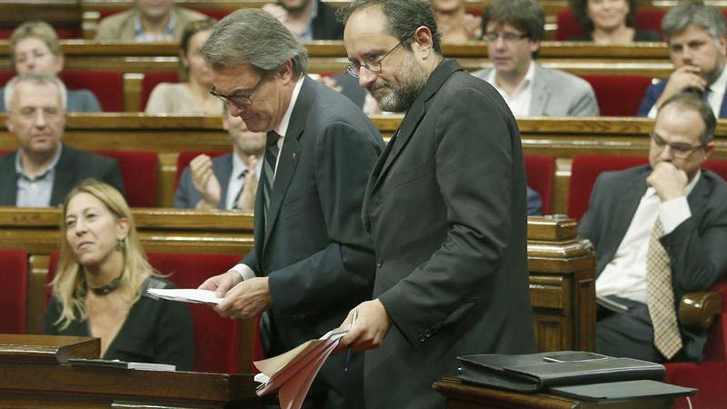 Artur Más y Antonio Baños en el Parlamento de Cataluña