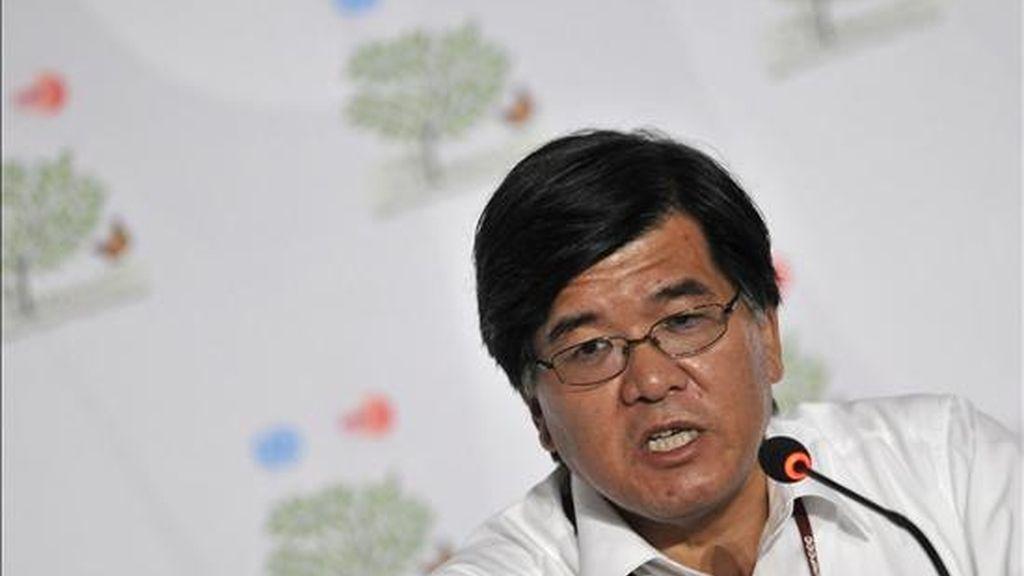 Mitsuo Sakaba, embajador para el tema de Cambio Climático de Japón, participa en una rueda de prensa durante la XVI Conferencia de las Partes de la ONU sobre Cambio Climático (COP16), en Cancún (México). EFE