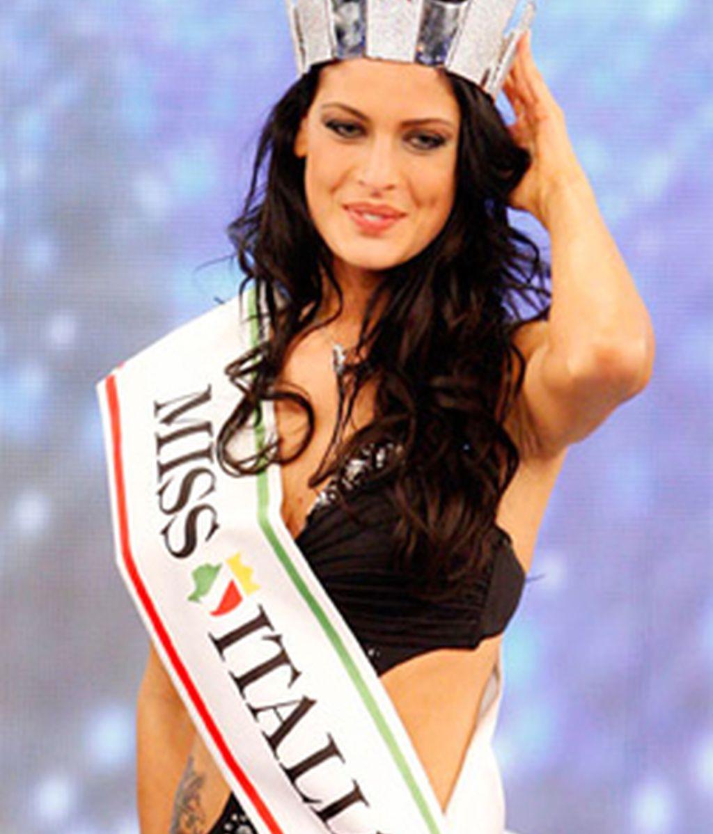 Francesca Testasecca fue coronada Miss Italia 2010 en un certamen marcado por la polémica.