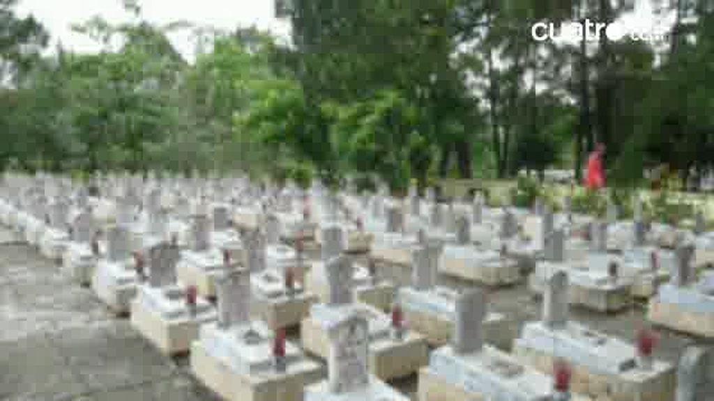 Raquel en el cementerio