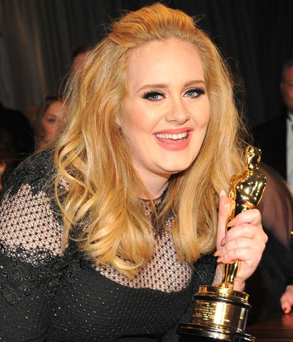 Adele feliz con su Oscar