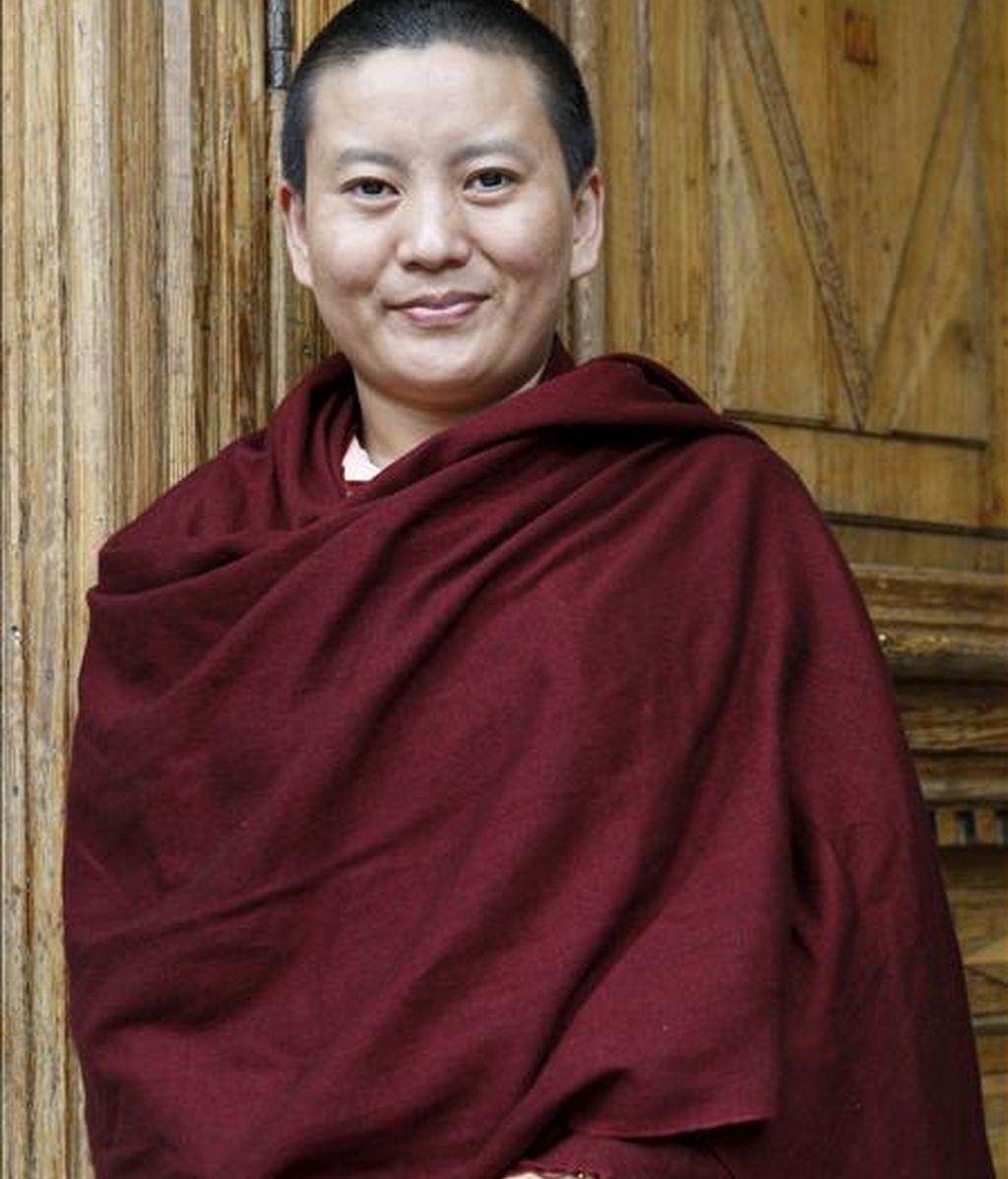 """La cantante y monja budista Ani Choying Dolma, nepalí de origen tibetano, decidió a los diez años hacerse monja nepalí porque no quería casarse, pues ello equivalía a recibir de un marido las palizas que ya le había dado su padre. Hoy, cantante de éxito, ha desvelado su dura niñez en la autobiografía """"La canción de la libertad"""". EFE"""