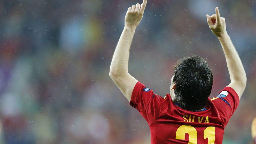 Al cielo. Silva celebra su gol ante Irlanda