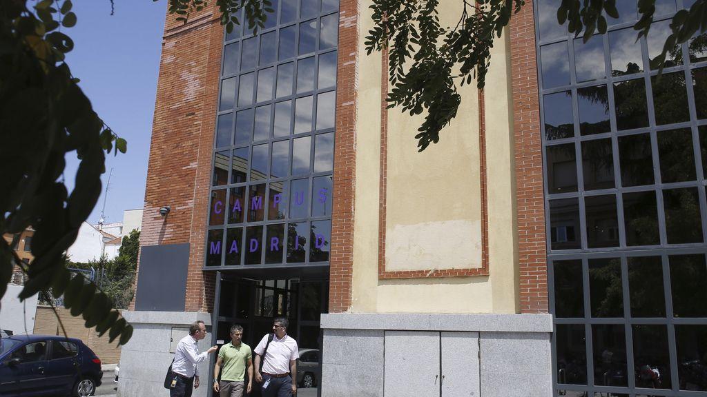 Agentes de la agencia tributaria registran la sede de for Oficinas de agencia tributaria madrid