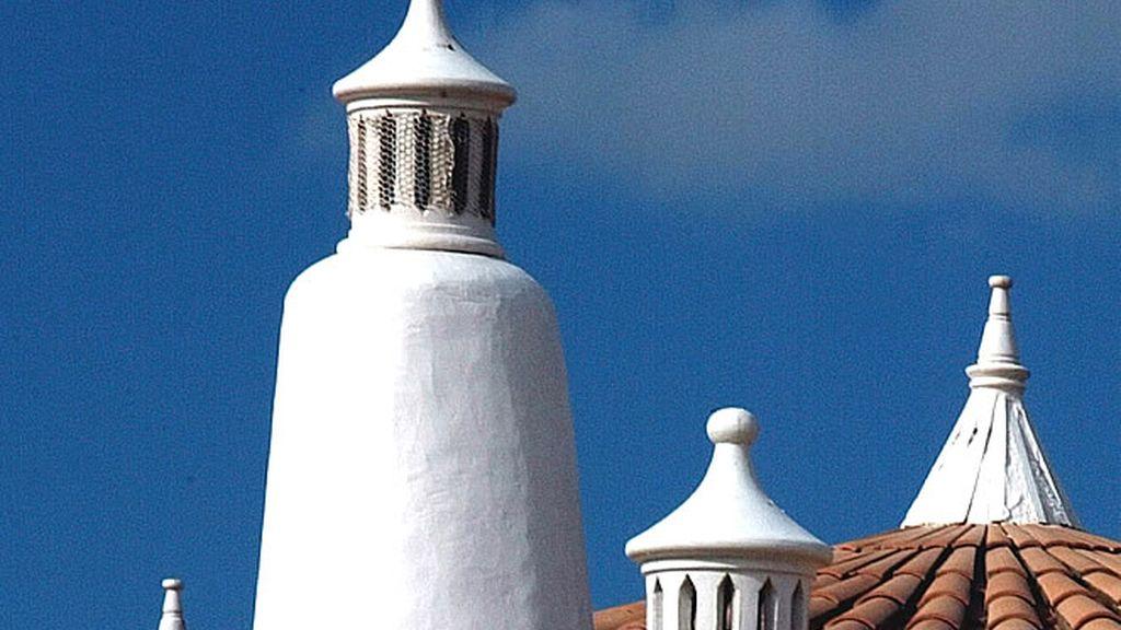 Típicas chimeneas de las casas rurales tradicionales del Algarve