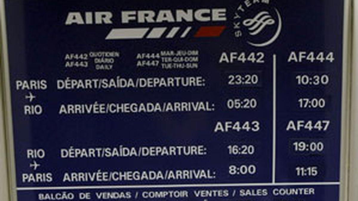 Según ha informado el ministro del Interior francés, Michel Alliot-Marie, las esperanzas del que el avión continúe en el aire son muy escasas. Vídeo: Informativos Telecinco