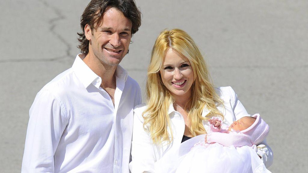 Carolina Cerezuela y Carlos Moyá  presentan a su tercera hija, Daniela