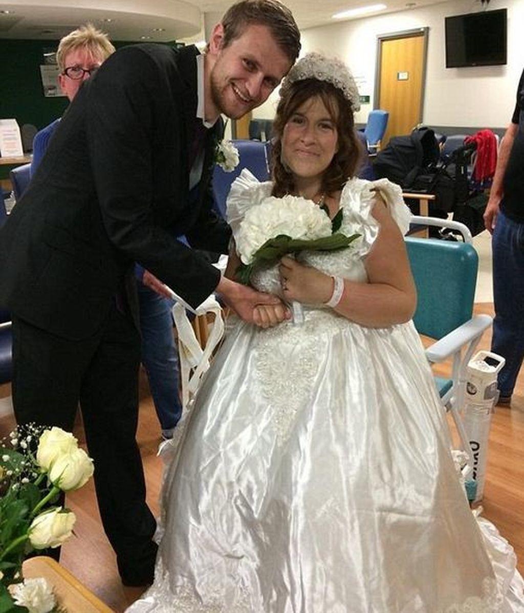 Se casó en la sala de espera del hospital al saber que tenía solo 48 horas de vida