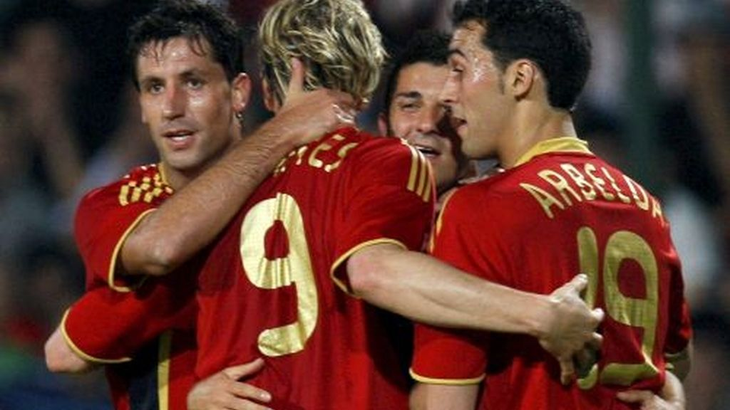 Riera, Torres, Villa y Güiza han sido los artífices de la goleada de España. Video: Informativos Telecinco.