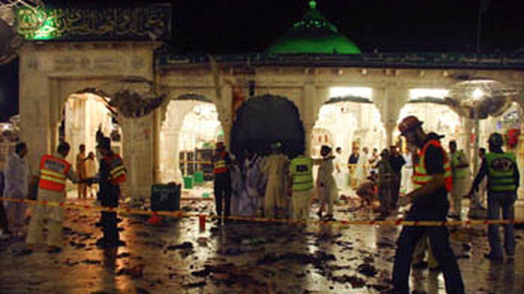 Al menos 41 muertos en un triple atentado suicida en Pakistán