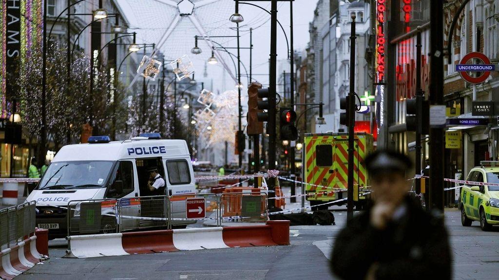 La policía londinense acordona la zona de Oxford Street en la que ha sido apuñalado un hombre