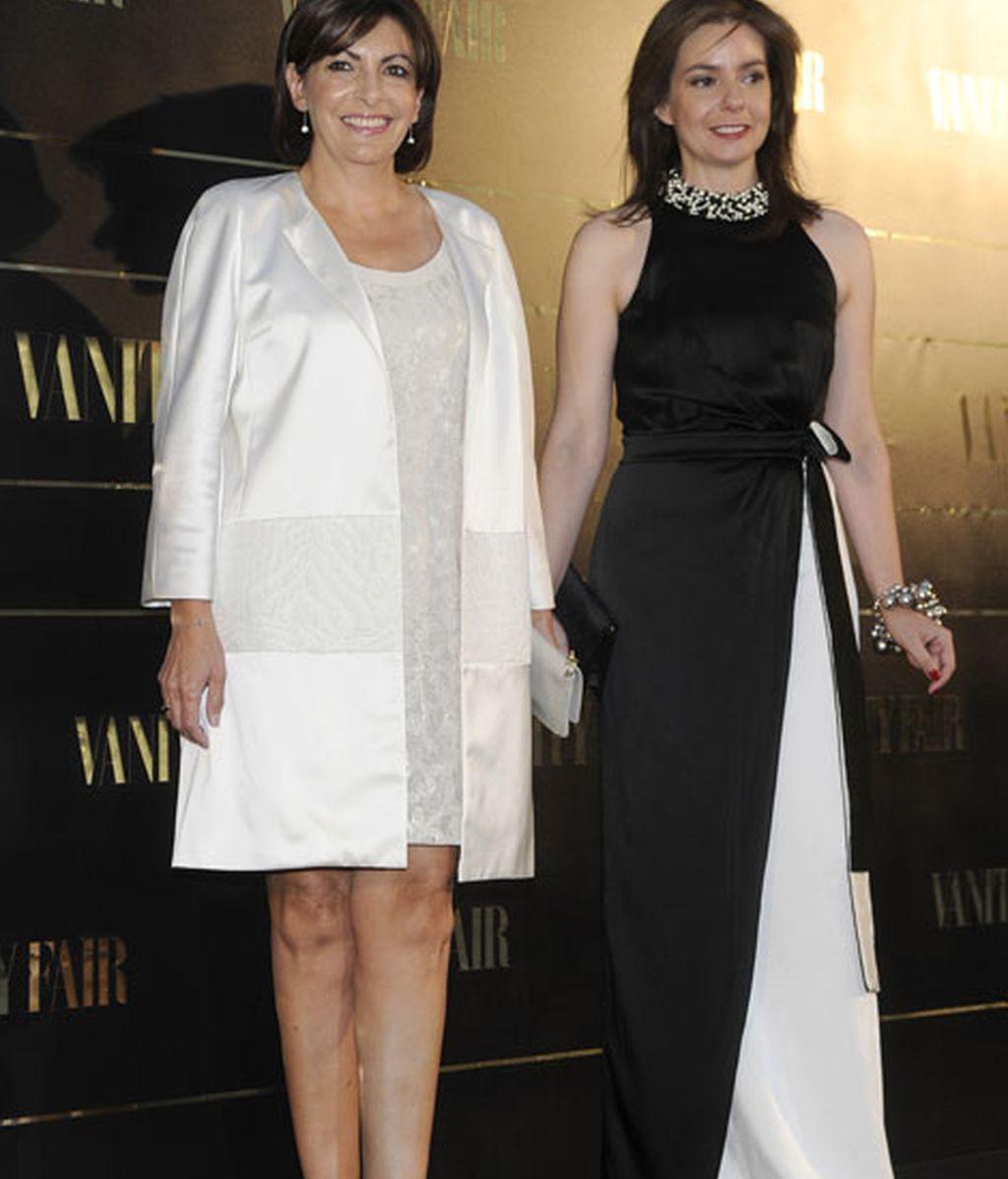 La alcaldesa de París junto a Lourdes Garzón, directora de 'Vanity Fair'