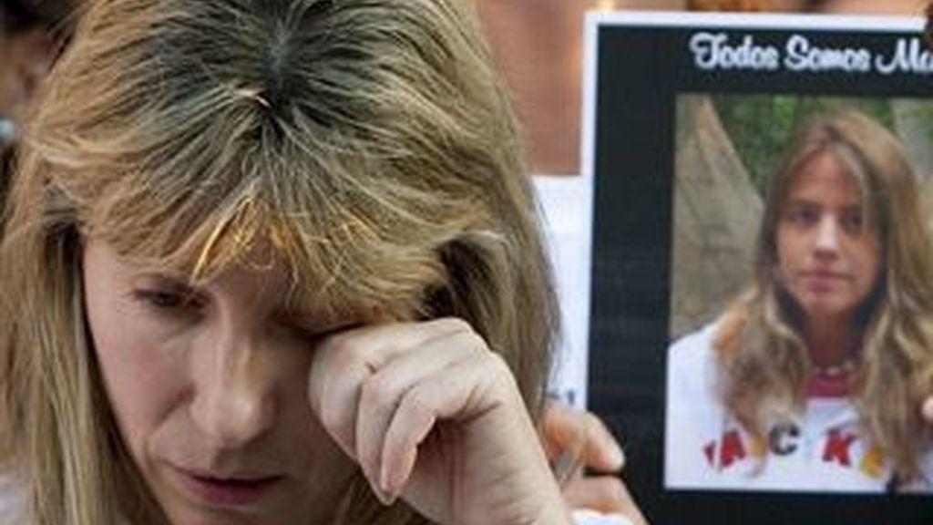 Imagen de la madre de Marta del Castillo durante una de las últimas manifestaciones para pedir que se siga investigando la desaparición de su hija. Foto: EFE