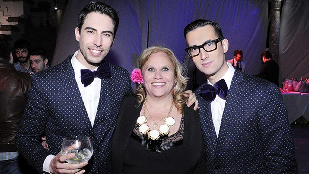 Posando con la estrella de la noche, Carmina Barrios, vestidos con trajes de García Madrid