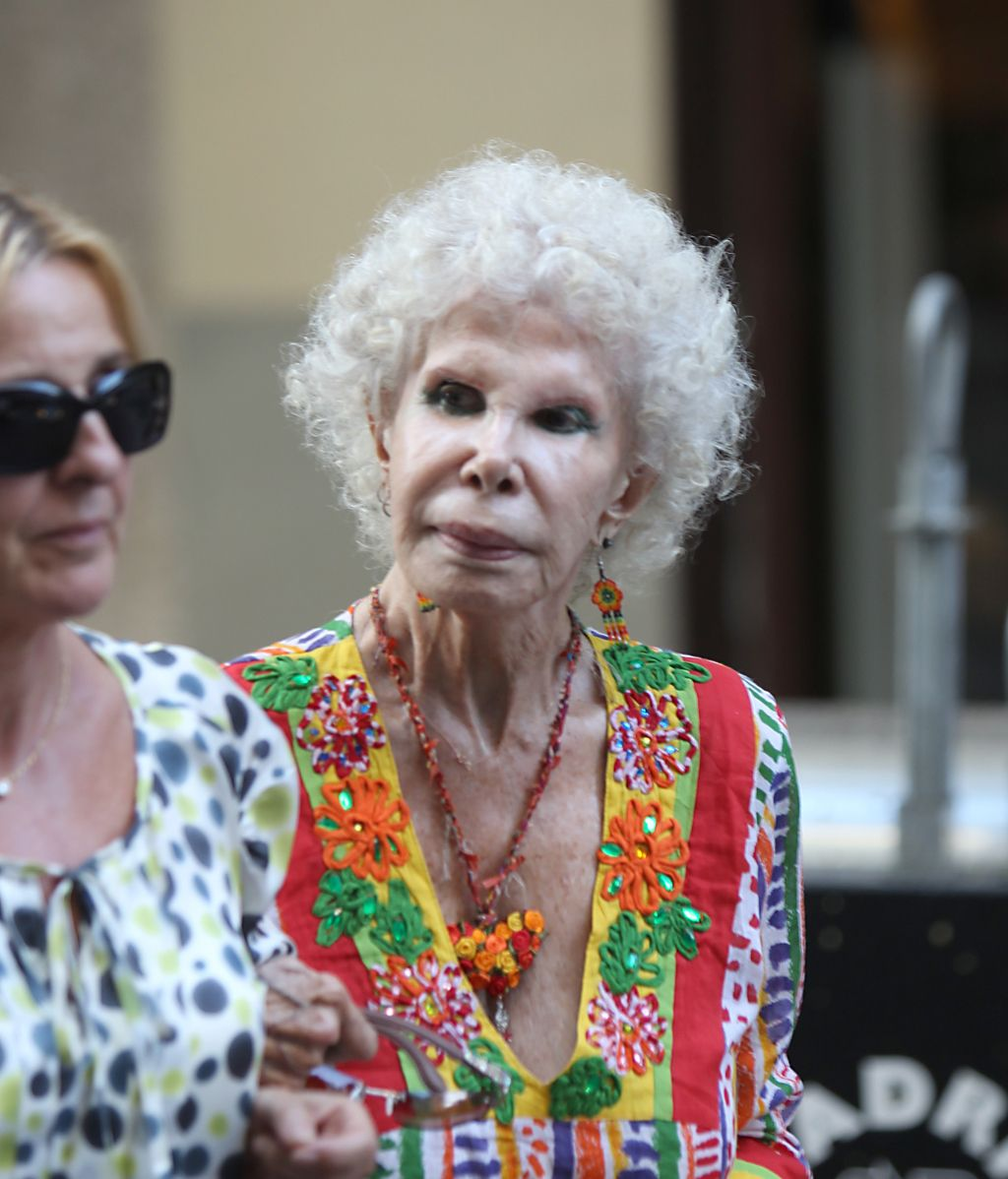 La duquesa de Alba, paseando por las calles de Madrid