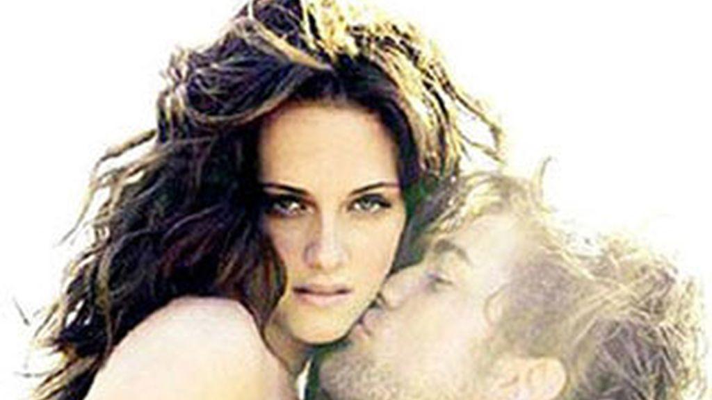 La pareja de 'Crepúsculo', formada por Robert Pattinson y Kristen Stewart. Foto: Vanity Fair.