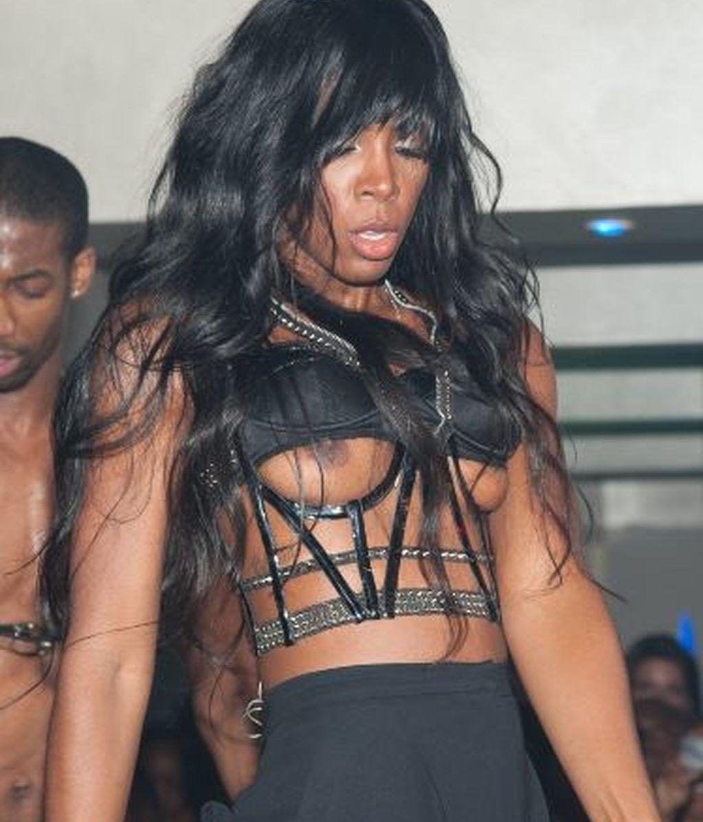 Kelly Rowland se puso un sujetador no apto para el baile