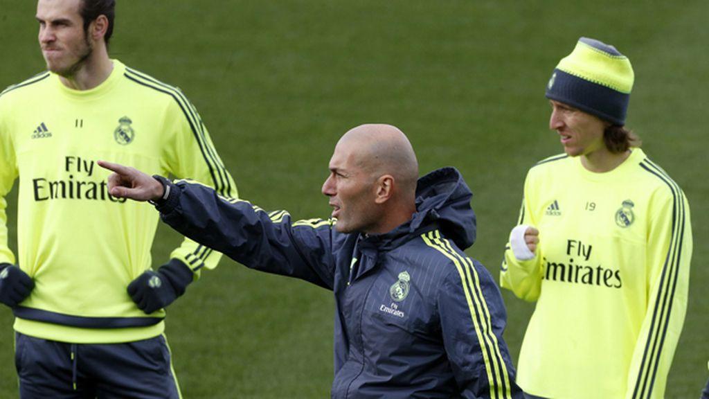 Zidane, a cambiar pitos por aplausos ante el Deportivo