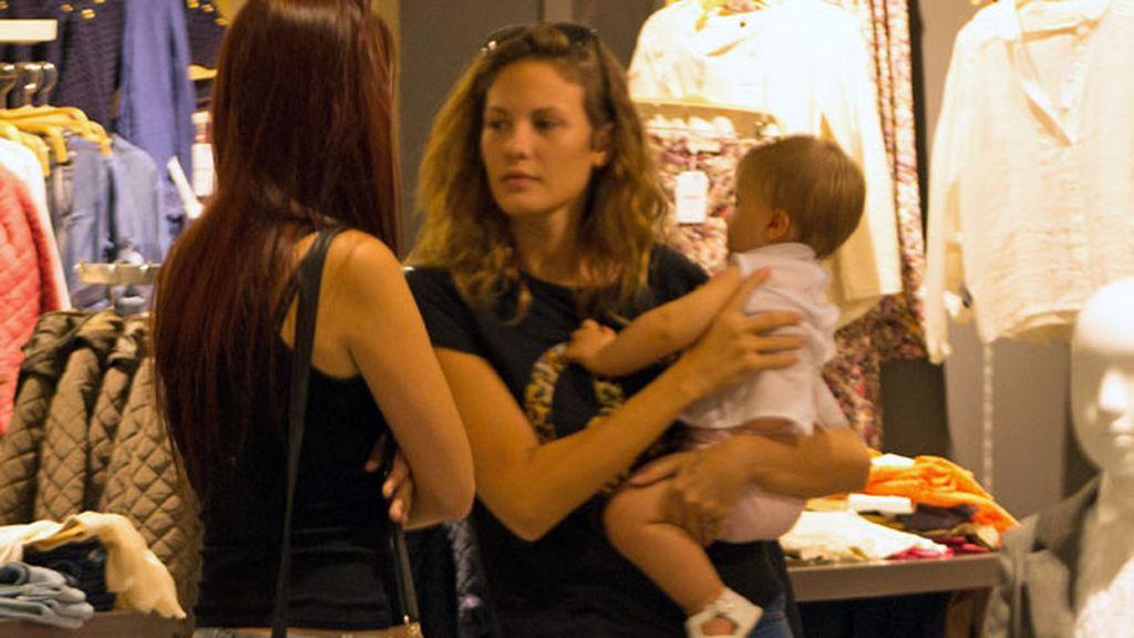 Jessica Bueno disfrutó de un paseo por Sevilla con su hermano y su hijo, Francisco
